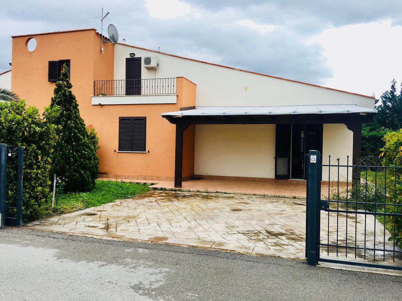 Modern Villa with Communal Swimming Pool, Campofelice di Rocella, Sicily