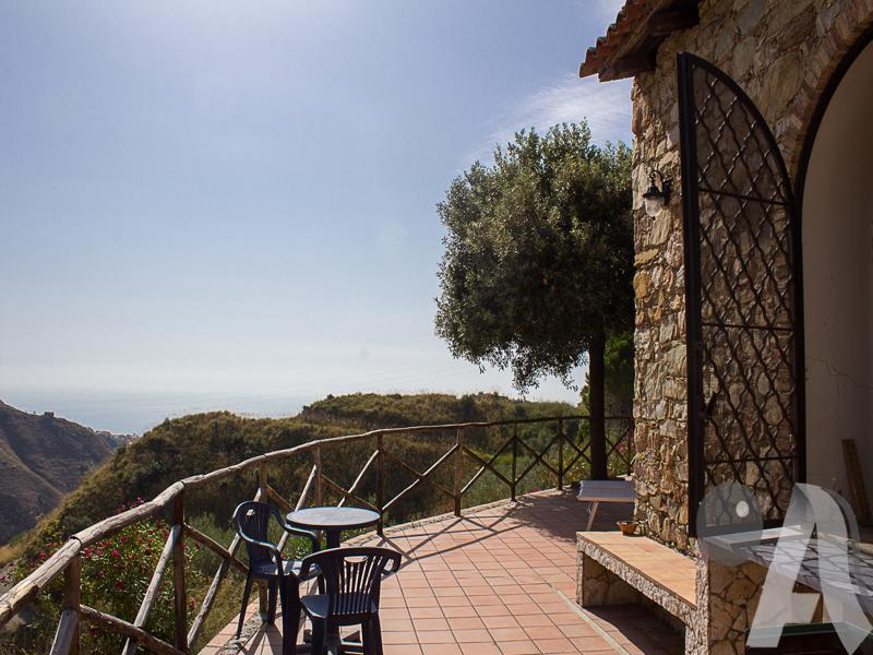 SOLD – Villa in the Hills near Castelmola above Taormina, Sicily