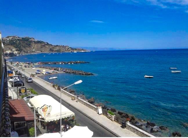 Seafront Apartment near Taormina, Giardini Naxos, Sicily