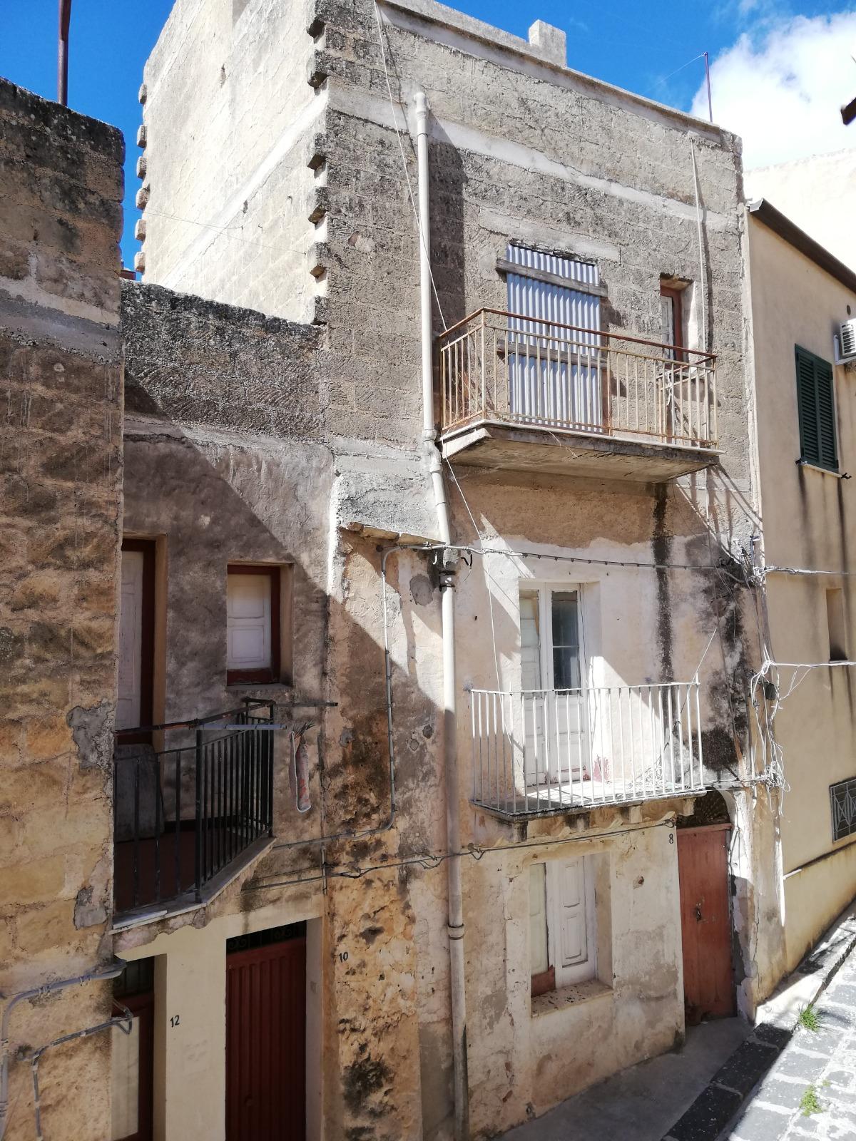House in Via Lettighe 8, Sambuca di Sicilia, Sicily