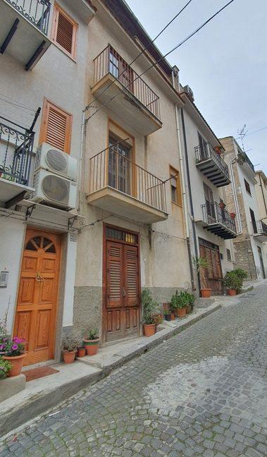 01-Via Garibaldi