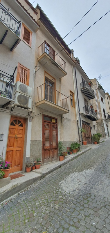 Three Storey Townhouse in Via Garibaldi, Ciminna, Sicily